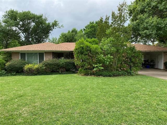 102 Hyde Park Drive, Richardson, TX 75080 (MLS #14657240) :: Maegan Brest | Keller Williams Realty