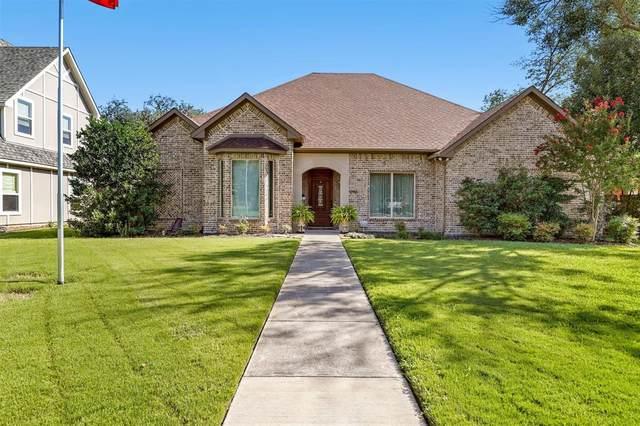 2956 Phyllis Lane, Farmers Branch, TX 75234 (MLS #14658307) :: Real Estate By Design
