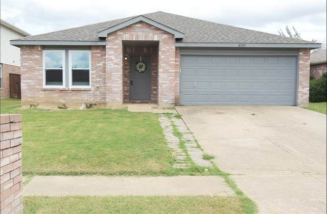 8509 Clear River Lane, Denton, TX 76210 (MLS #14660364) :: Russell Realty Group