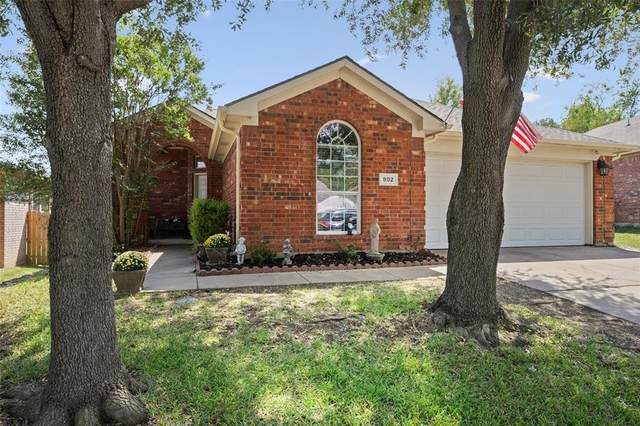 802 Slaughter Lane, Euless, TX 76040 (MLS #14660756) :: The Chad Smith Team