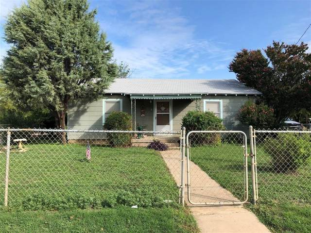 1033 W Commerce Street, Brownwood, TX 76801 (MLS #14662033) :: The Rhodes Team