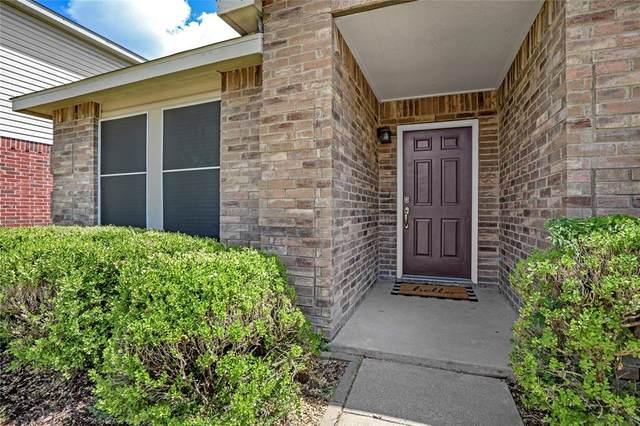 5208 Newcastle Lane, Fort Worth, TX 76135 (MLS #14663617) :: Craig Properties Group