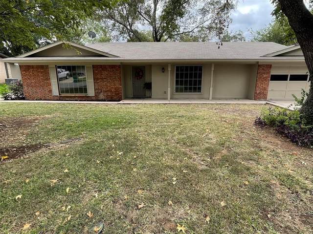 1330 Magnolia, Stephenville, TX 76401 (#14665302) :: Homes By Lainie Real Estate Group