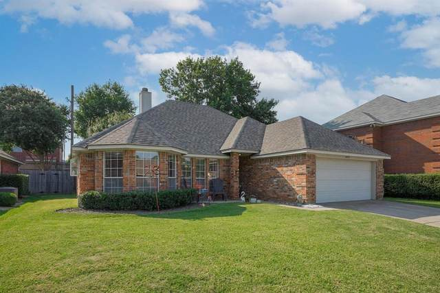 3009 Clairemont Lane, Euless, TX 76039 (MLS #14667086) :: Real Estate By Design