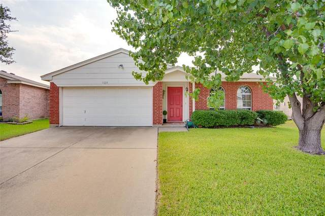 3229 Fountain Parkway, Fort Worth, TX 76053 (MLS #14667636) :: Real Estate By Design