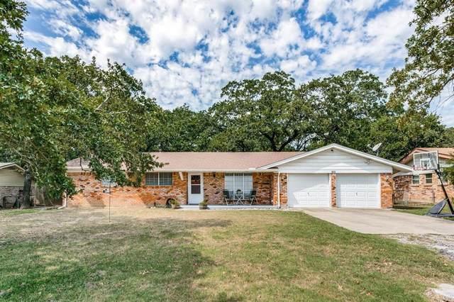 125 N Ash Avenue, Azle, TX 76020 (MLS #14667788) :: Real Estate By Design