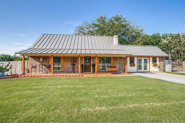 209 Lakewood Drive, Waxahachie, TX 75165 (MLS #14667913) :: Real Estate By Design