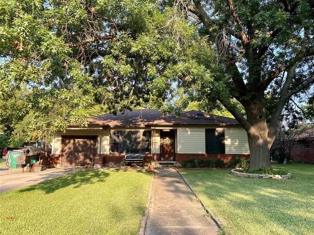 1304 N Howeth Street, Gainesville, TX 76240 (MLS #14668646) :: Russell Realty Group