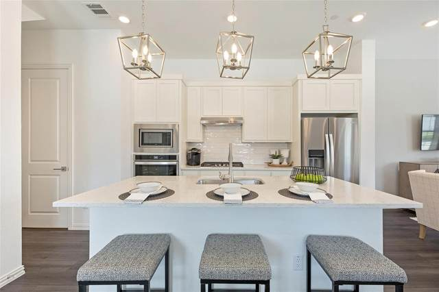 9901 Schramm Street, Irving, TX 75063 (#14669062) :: Homes By Lainie Real Estate Group