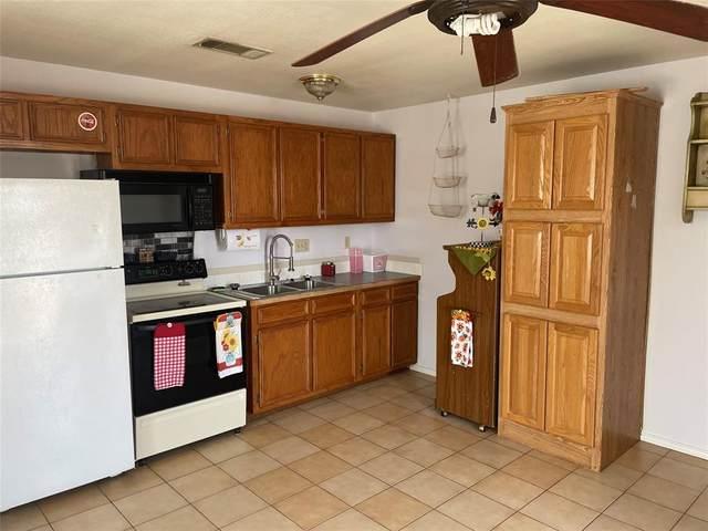 901 Wood Trail, Azle, TX 76020 (MLS #14669077) :: Trinity Premier Properties