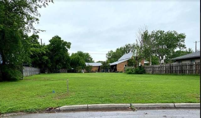 553 Mullins, Lewisville, TX 75057 (MLS #14669099) :: Real Estate By Design