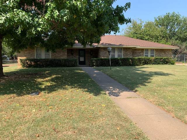 1415 Crescent Drive, Graham, TX 76450 (MLS #14669323) :: Real Estate By Design