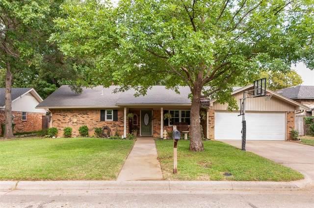 1907 Jamestown Court, Arlington, TX 76013 (MLS #14670079) :: Real Estate By Design