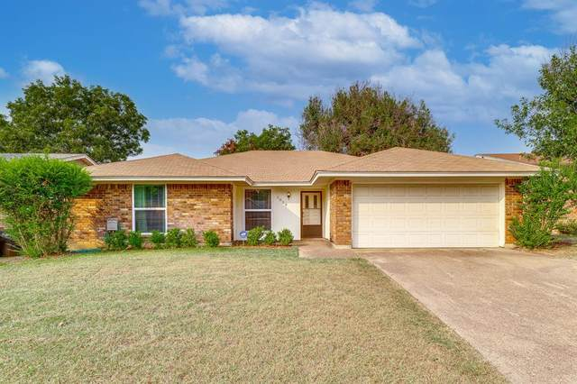 3829 Blue Grass Lane, Fort Worth, TX 76133 (MLS #14670136) :: All Cities USA Realty