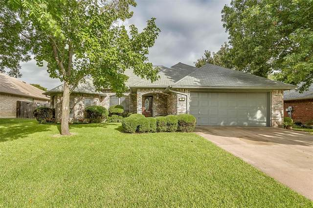 137 Sandlewood Lane, Burleson, TX 76028 (MLS #14670159) :: Wood Real Estate Group