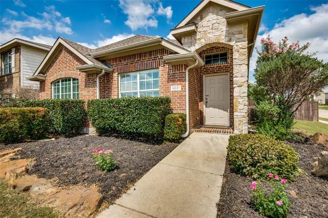 9021 Holliday Lane, Aubrey, TX 76227 (MLS #14670316) :: Real Estate By Design