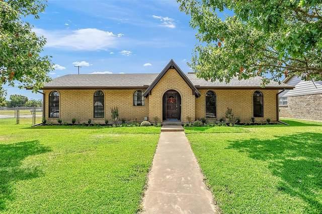 201 Texoma Drive, Whitesboro, TX 76273 (MLS #14671122) :: Lisa Birdsong Group   Compass