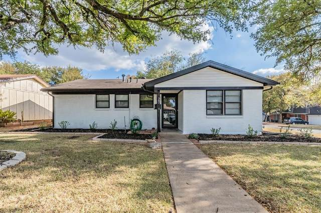 307 Oakwood Drive, Euless, TX 76040 (MLS #14671470) :: The Chad Smith Team