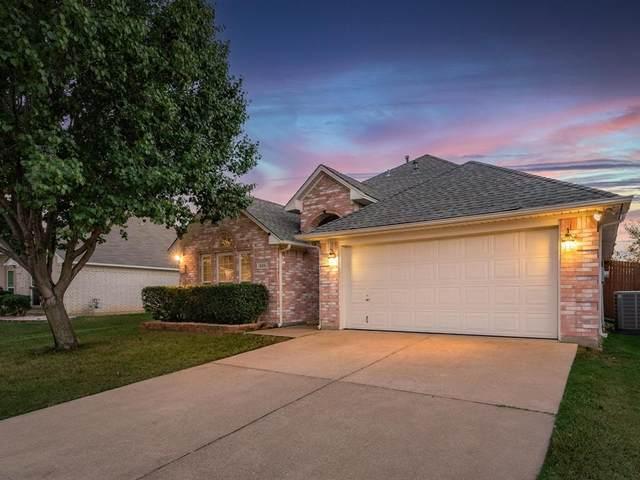 1320 Lyra Lane, Arlington, TX 76013 (MLS #14671834) :: Real Estate By Design