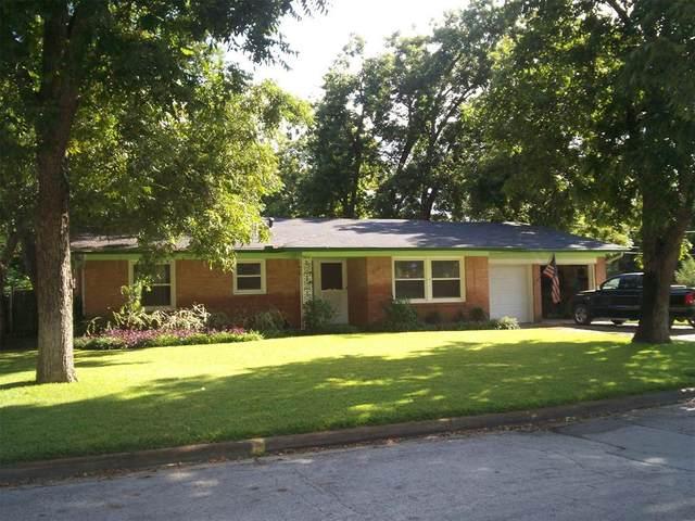 1608 Juanita Drive, Arlington, TX 76013 (#14671903) :: Homes By Lainie Real Estate Group