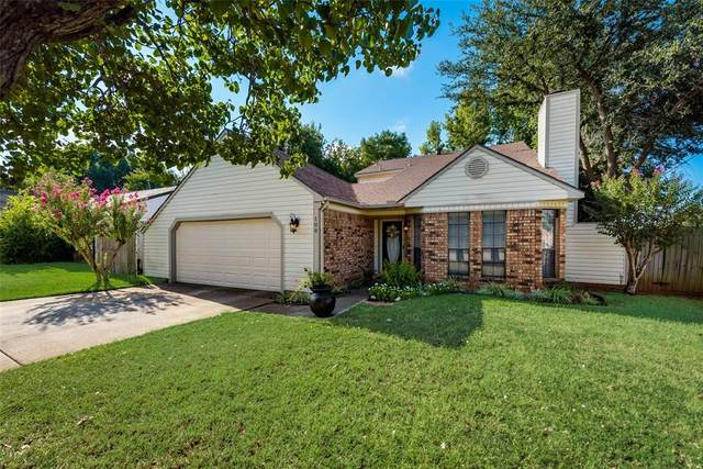 100 Ginger Lane, Euless, TX 76039 (MLS #14671930) :: The Chad Smith Team