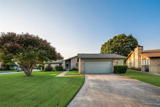 901 Shady Creek Lane, Bedford, TX 76021 (MLS #14672029) :: Real Estate By Design