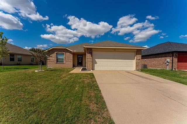 912 Mckavett Drive, Burleson, TX 76028 (MLS #14672253) :: The Chad Smith Team