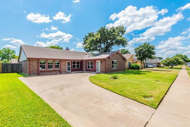 304 Springridge Lane, Euless, TX 76039 (MLS #14672363) :: All Cities USA Realty
