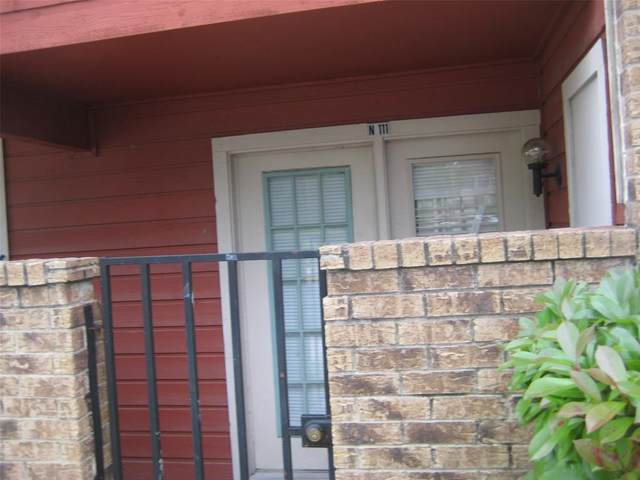 9827 Walnut Street #111, Dallas, TX 75243 (MLS #14672438) :: Real Estate By Design
