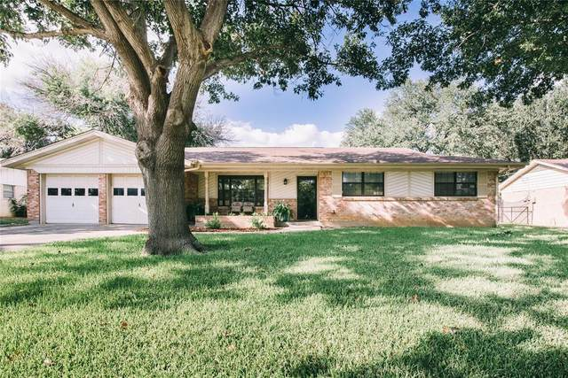 1105 Imperial Drive, Denton, TX 76209 (MLS #14672729) :: Real Estate By Design