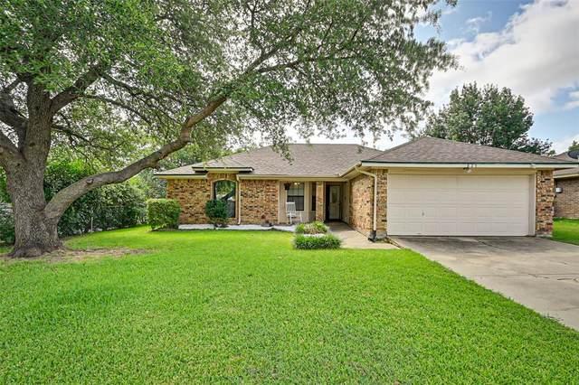 825 Nicole Drive, Burleson, TX 76028 (MLS #14672802) :: Real Estate By Design