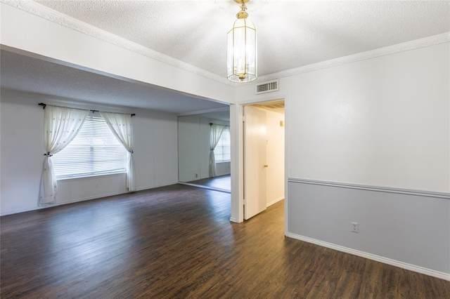 5825 Sandhurst Lane A, Dallas, TX 75206 (MLS #14673767) :: Real Estate By Design