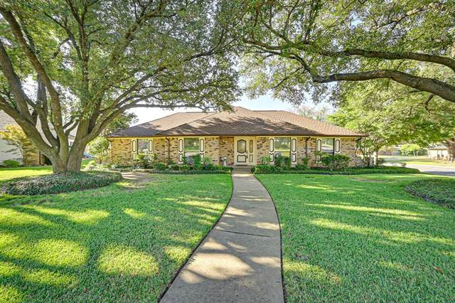 1302 Clubhouse Court, Mansfield, TX 76063 (MLS #14675480) :: The Chad Smith Team
