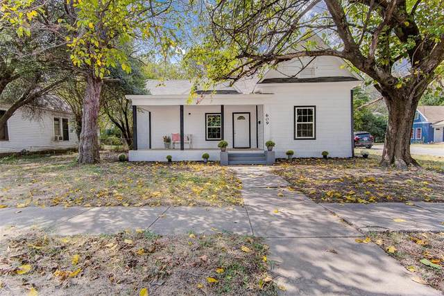 609 N Buffalo Avenue, Cleburne, TX 76033 (#14675639) :: Homes By Lainie Real Estate Group