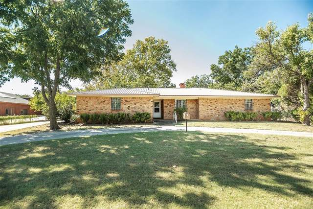 104 Wise Street, Nocona, TX 76255 (MLS #14676147) :: Russell Realty Group