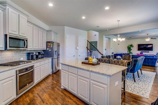 2675 Venice Drive #2, Grand Prairie, TX 75054 (MLS #14676643) :: Real Estate By Design