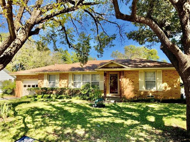 1304 Belmont Street, Gainesville, TX 76240 (MLS #14676915) :: Russell Realty Group
