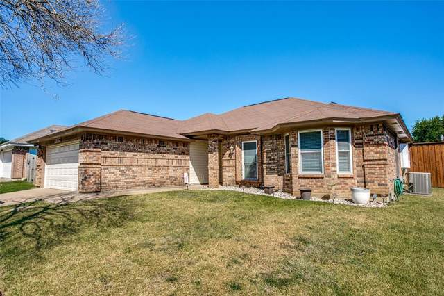 7816 Mallard Lane, Watauga, TX 76148 (MLS #14676916) :: Real Estate By Design