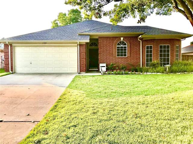 1709 Prescott Drive, Mansfield, TX 76063 (MLS #14678096) :: Feller Realty