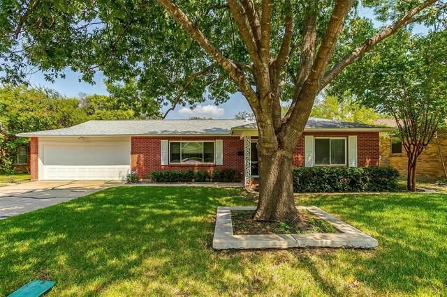 125 SE Newton Drive, Burleson, TX 76028 (MLS #14678251) :: Craig Properties Group