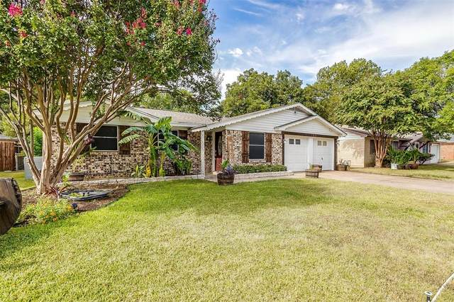 105 NW Wanda Way, Burleson, TX 76028 (MLS #14678717) :: Craig Properties Group