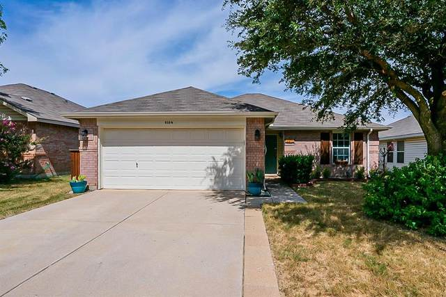 1104 Mustang Ridge Drive, Fort Worth, TX 76052 (MLS #14679245) :: Russell Realty Group