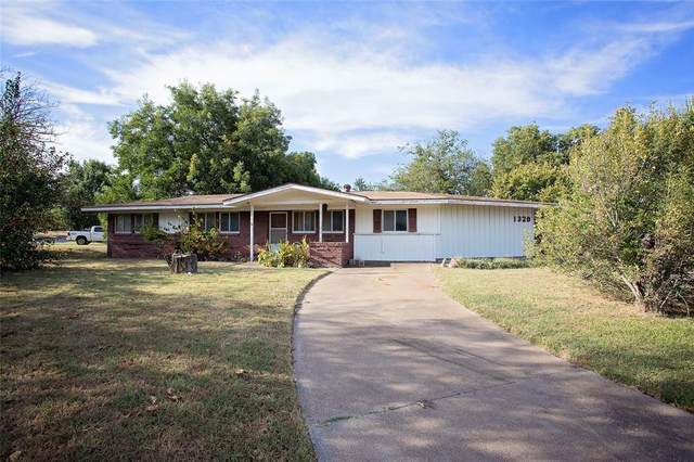 1320 Rolling Hills Drive, Graham, TX 76450 (MLS #14679366) :: Real Estate By Design