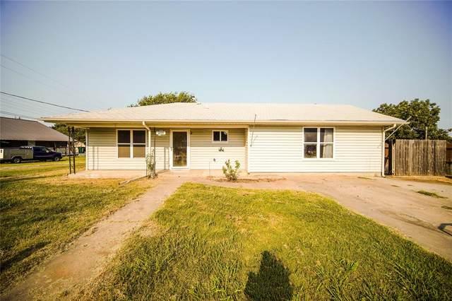 239 N 10th Street, Jacksboro, TX 76458 (MLS #14679684) :: Lisa Birdsong Group   Compass