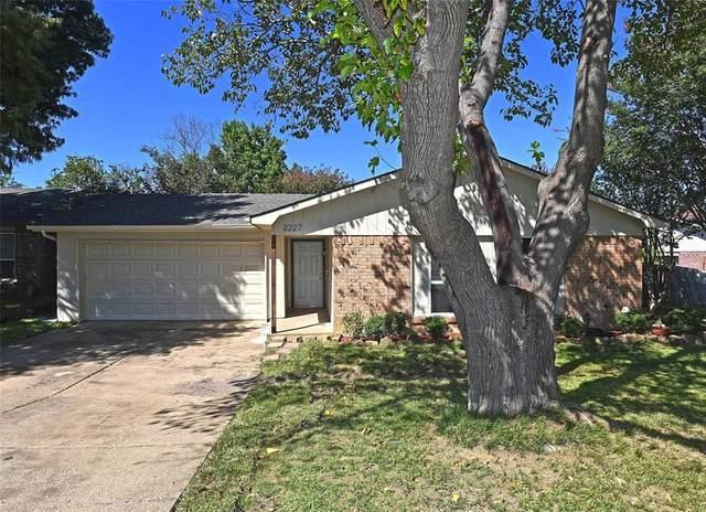 2227 Newbury Drive, Arlington, TX 76014 (MLS #14679967) :: Craig Properties Group