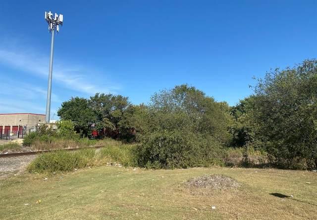 2216 Loop 820, Fort Worth, TX 76115 (MLS #14681139) :: The Hornburg Real Estate Group