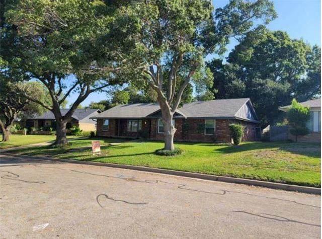 6513 Sabrosa Court E, Fort Worth, TX 76133 (MLS #14681213) :: RE/MAX Pinnacle Group REALTORS