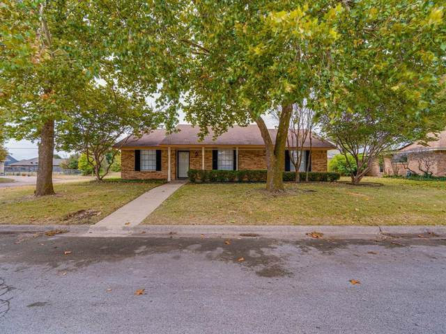 401 Johnston Boulevard, Waxahachie, TX 75165 (MLS #14681670) :: The Krissy Mireles Team