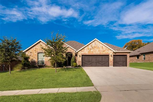 2217 Fallbrooke Drive, Grand Prairie, TX 75050 (MLS #14682220) :: Trinity Premier Properties