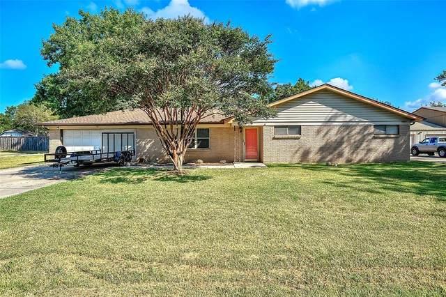 216 E Mckinney Street, Pilot Point, TX 76258 (MLS #14682392) :: Robbins Real Estate Group